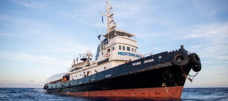 La nave Mare Jonio salva 49 migranti. Si riapre lo scontro sui porti