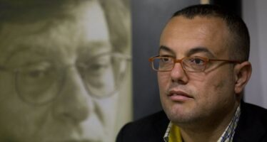 Palestinian writer and Fatah representative attacked in Gaza