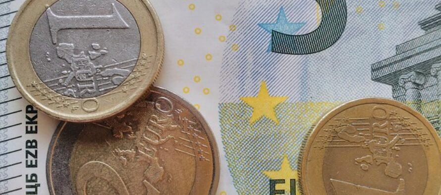 Spagna, accordo raggiunto per il salario minimo a 965 euro