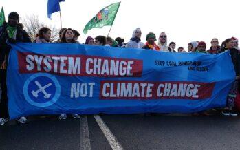 Fridays for Future, l'onda d'urto che vuole cambiare il sistema alle radici