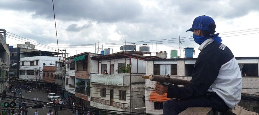 Venezuela. Fallito il tentativo di golpe, Guaidó scende in trincea