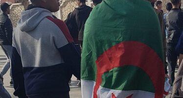 Algeria. Torture e stupri sui prigionieri, marcia degli studenti dell'Hirak
