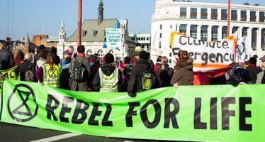 Londra, polizia violenta contro il movimento ecologista Extinction Rebellion