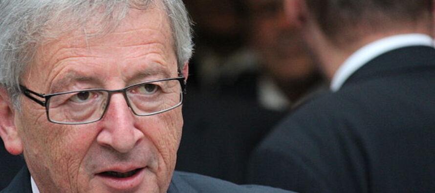 Juncker bacchetta l'Italia: invertite la rotta. Ma Conte difende la manovra