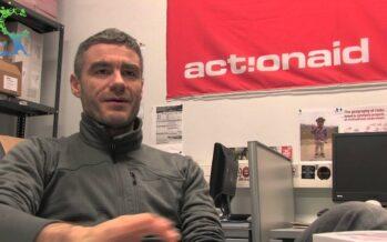 Con le ONG aggredite, a rischio i diritti di tutti. Intervista a Marco De Ponte
