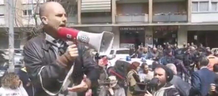 Roma. I fascisti cacciano una famiglia rom a Casal Bruciato