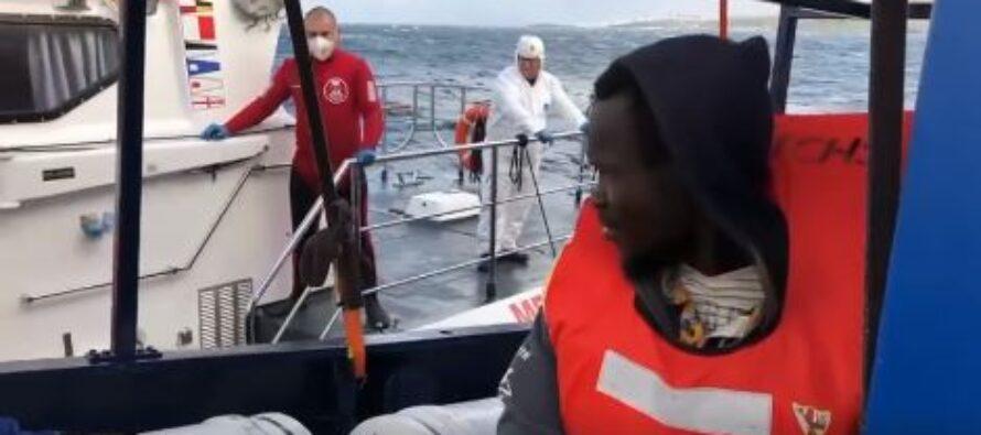 La nave di Sea Eye in rotta verso Malta, Salvini esulta
