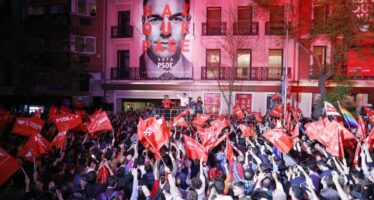 Elezioni in Spagna, alta affluenza, i socialisti vincono ma le destre avanzano