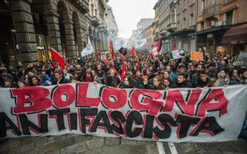 Cariche della polizia a Bologna per proteggere Forza nuova