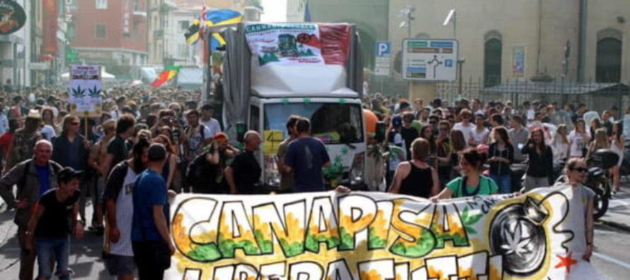 Antiproibizionismo. Prefetto e questore fermano la street parade Canapisa