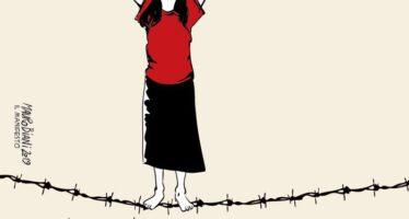 Casal Bruciato. Virginia Raggi rompe l'assedio razzista contro la famiglia rom