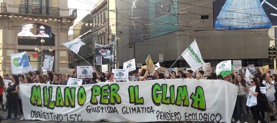Fridays for future, gli studenti in piazza chiedono di votare per l'ambiente