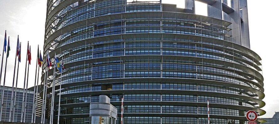 Bruxelles. Comincia la partita per i posti in Europa, Macron prova a tirare i fili