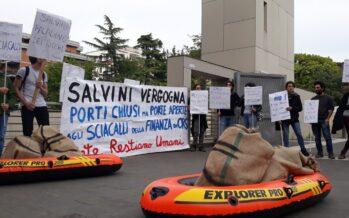 Tribunale di Ancona dà la residenza a un migrante e manda il dl Salvini alla Consulta