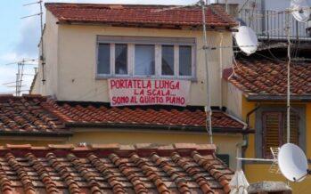 Si diffonde la protesta contro Salvini, fioriscono lenzuoli sui balconi