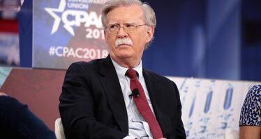 """Alla fine Trump abbatte anche il """"falco"""" Bolton, consigliere per la Sicurezza"""