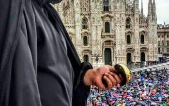 Salvini a Milano. Un palco nero aggressivo ma fragile
