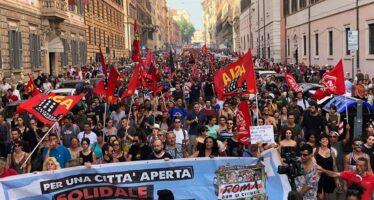 Movimenti.«Roma non si chiude», in piazza un corteo di 15mila