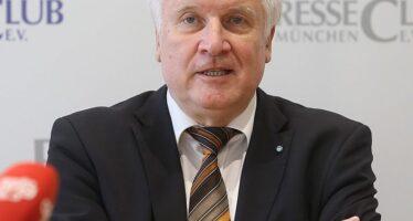 Germania. Diventa legge con i voti SPD il «Migration-paket» anti migranti