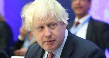 Boris Johnson entra nel bunker da premier e parte il rimpasto