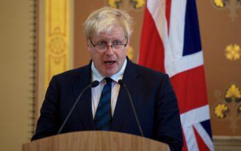 La regina dà l'incarico a Boris Johnson, che promette: «Brexit entro il 31 ottobre».