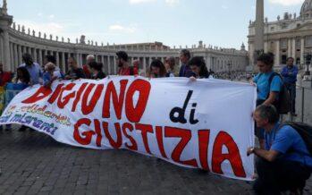 Con Alex Zanotelli, la chiesa che dissente in marcia di solidarietà con i migranti