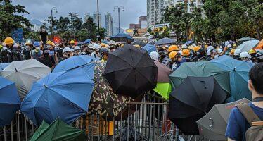 Proteste a Hong Kong, la Cina interviene a sostegno del governo locale
