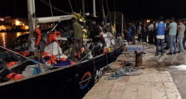Mediterranea. La nave Alex forza il blocco e infine porta i migranti a Lampedusa