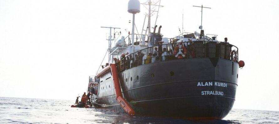 Mediterraneo. La nave Alan Kurdi ancora al largo, un migrante tenta il suicidio