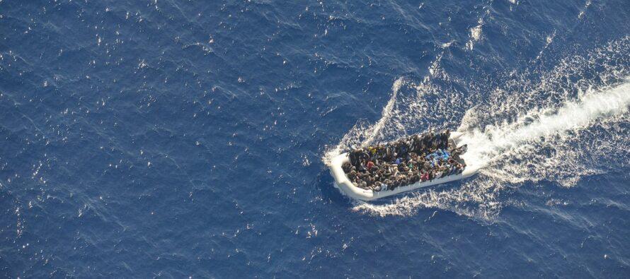 Strage al largo della Libia, due barconi affondano: «Morti 150 migranti»
