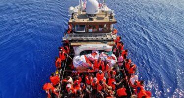 Salvini insiste e chiude i porti, Trenta e Toninelli approvano e firmano