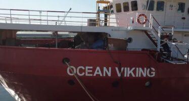 Migranti. Allarme naufragio con morti, 68 bambini salvati dalle Ong