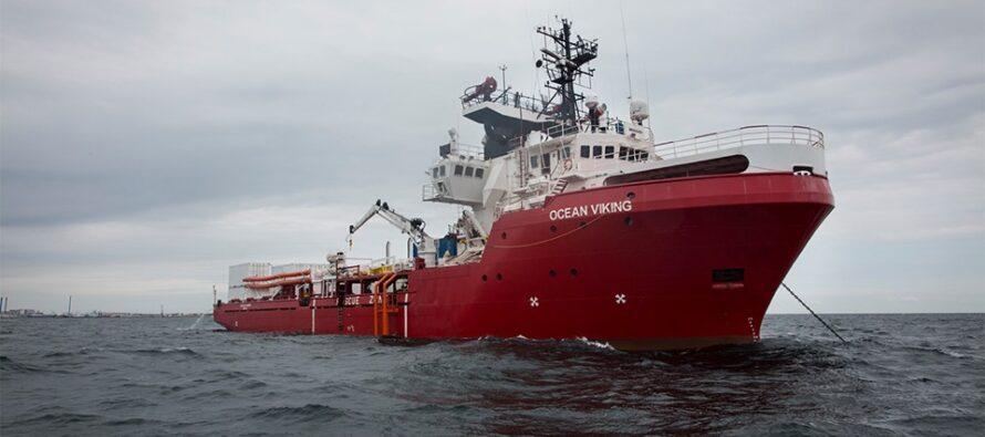 Migranti. La Ocean Viking ancora bloccata: «Non possiamo resistere ancora a lungo»
