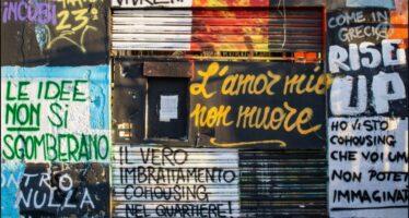 A Bologna le ruspe demoliscono il centro sociale Xm24 con gioia di Salvini