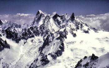 Clima. Prime evacuazioni, il ghiacciaio del Monte Bianco si muove