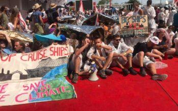 Venezia 76, Fridays For Future occupa il Red Carpet