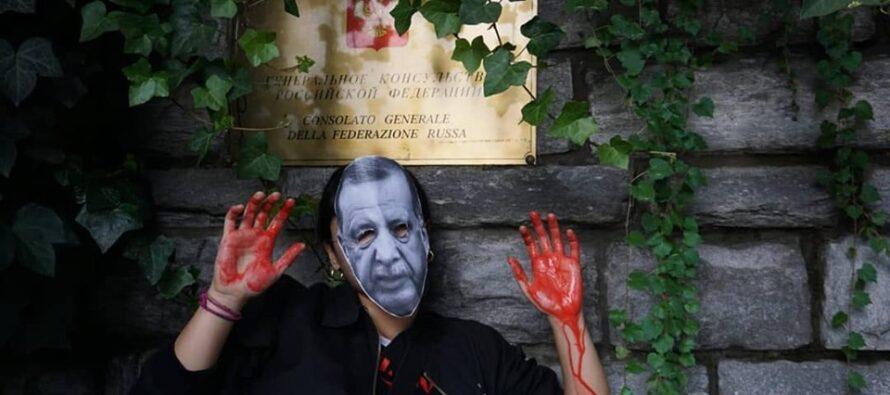 Turchia. Scarcerato lo scrittore Ahmet Altan, mentre Erdogan attacca l'Italia