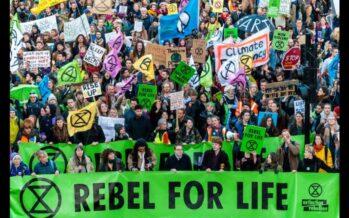 Londra. Extinction Rebellion assedia le istituzioni, centinaia gli arresti