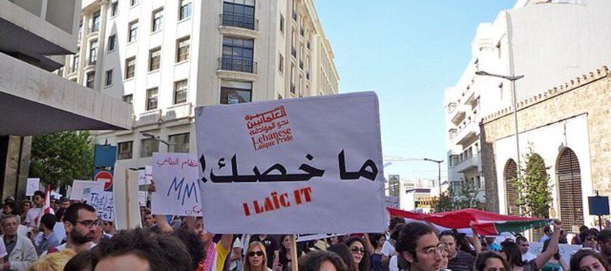 Il Libano si infiamma, con proteste e feriti: «O si muore di fame o di Covid»