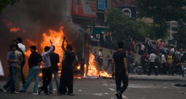 Iran, proteste per il rincaro del petrolio, salta la pace sociale