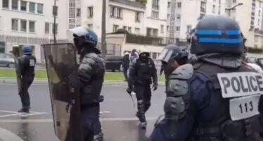 Gilet gialli anno 1, rabbia e proteste continuano, la repressione pure