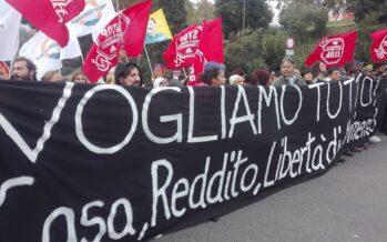 «Aboliamo le leggi sicurezza». A Roma in migliaia contro i decreti Salvini