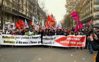 La riforma delle pensioni scuote la Francia, la lotta continua