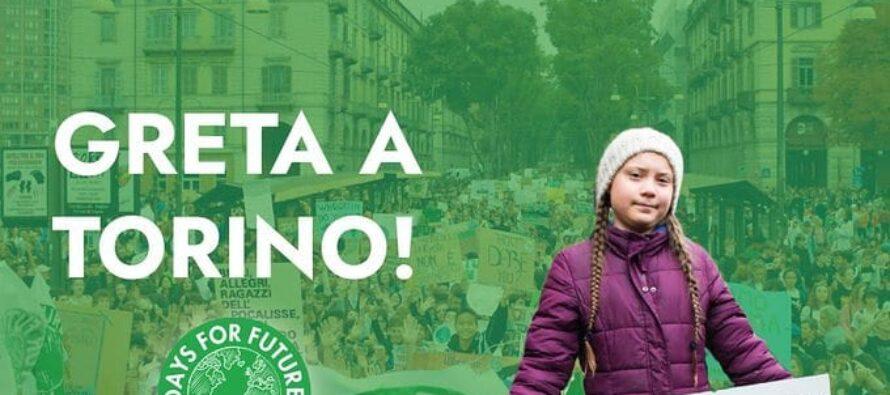 Greta con 5000 in piazza a Torino: «Non c'è alternativa, dobbiamo lottare»