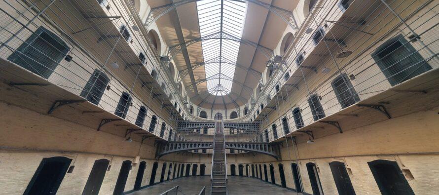 Carceri campane, situazione critica. Intervista al Garante Samuele Ciambriello