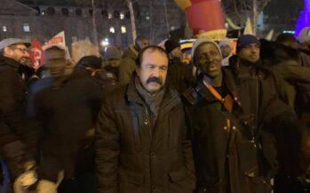 Riforma delle pensioni francese, il governo arretra ma la protesta continua