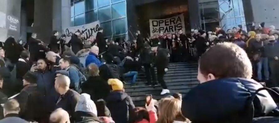 Francia.Lo sciopero non si ferma, Macron: sulle pensioni andiamo avanti