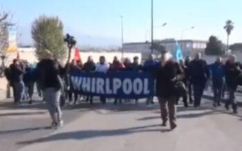 Napoli. Whirlpool se ne va , rabbia operaia sotto il ministero dello Sviluppo