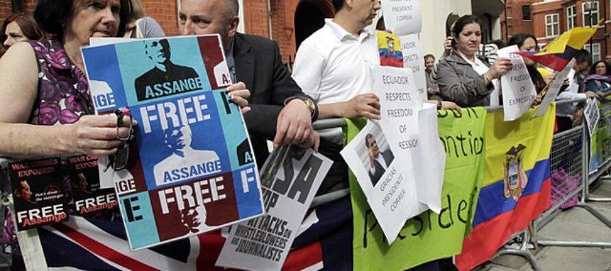 Il Regno Unito nega l'estradizione negli Usa di Julian Assange