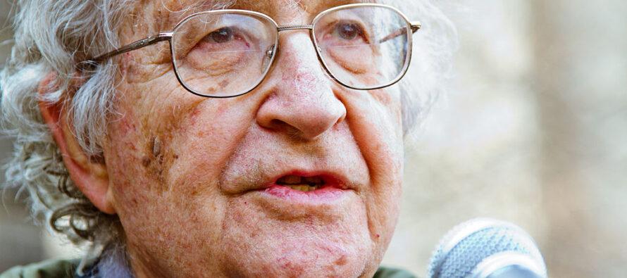 Intervista a Noam Chomsky: «La Sanità devastata dal neoliberismo»